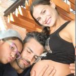 Fabián Ríos, actor, con su esposa, Yuly Ferreira, actriz, y su hija Lucía.