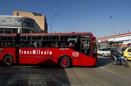 Bus articulado de Transmilenio.