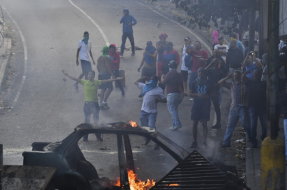 Manifestantes en calles de Caracas