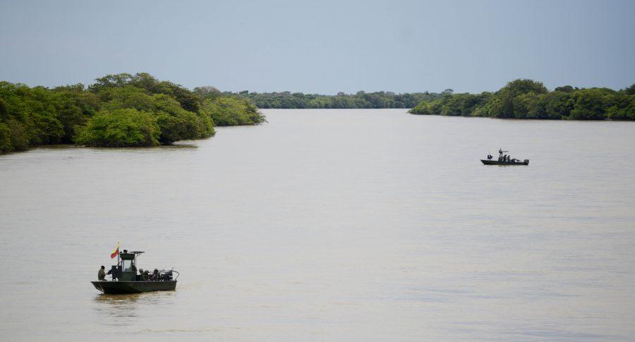 Infantes de Marina en el río Arauca