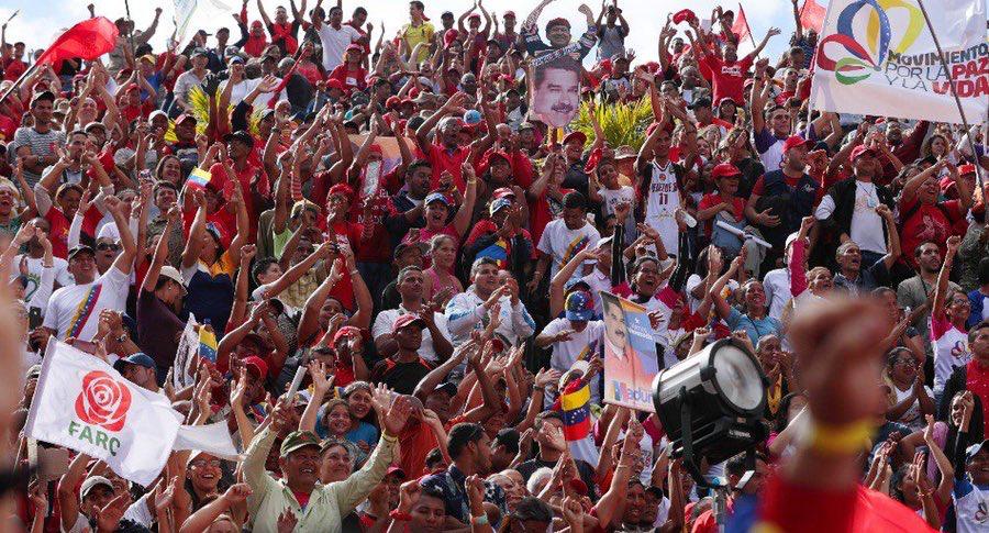 Bandera de las Farc ondeó en marcha a favor de Maduro en Caracas