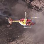 Helicóptero de bomberos busca sobrevivientes en Minas Gerais