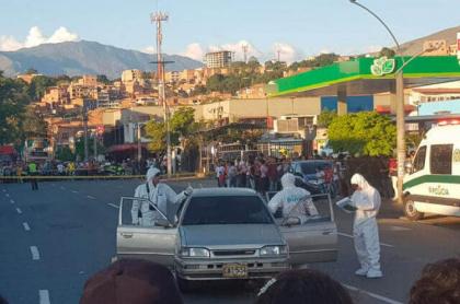 Asesinato de dos hombres en un carro, en Medelllín