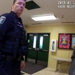 Landeros y el oficial Timm segundos antes del suceso