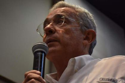 Álvaro Uribe habla del porte de armas