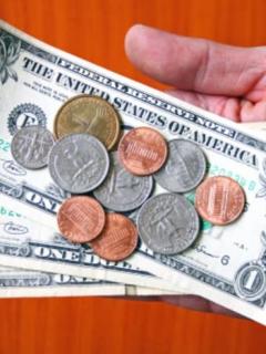 ¿Colombianos podrían ganar en dólares? Proponen acabar con el peso