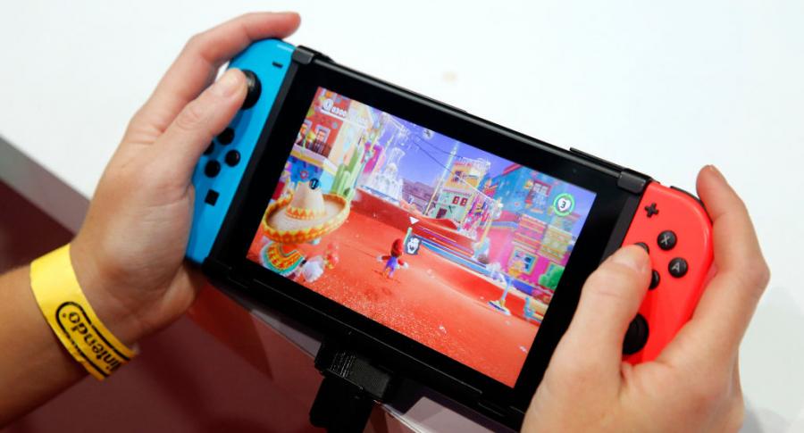 Un usuario de Switch jugando 'Super Mario Odyssey'