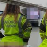 Mujer vistiendo uniforme de la Policía