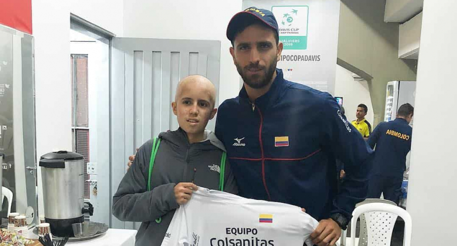 Robert Fara con Carlos, niño que sufre cáncer
