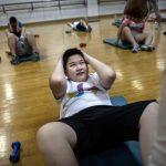 Niño haciendo ejercicio