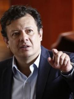 Firma que encuesta en pueblos de Antioquia pone a Hollman Morris de segundo en Bogotá