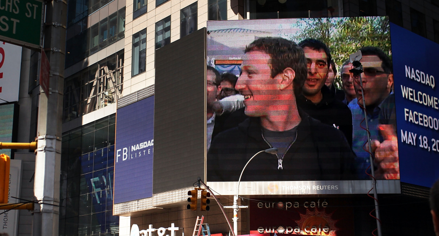 Video de Mark Zuckerberg proyectado en Times Square, Nueva York