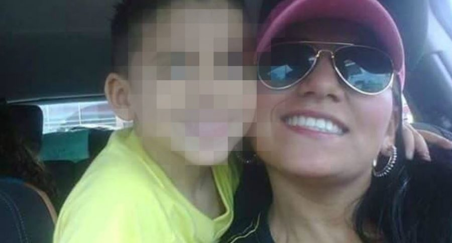 Jessy Paola Moreno Cruz y su hijo May Nicolás Ceballos Moreno