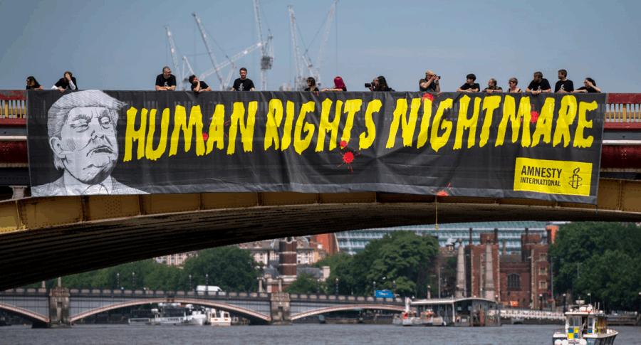 Pancarta de Amnistía Internacional
