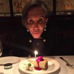 'Doña Florinda' soplando su pastel de cumpleaños