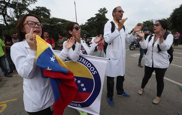 Médicos que cruzaron la frontera