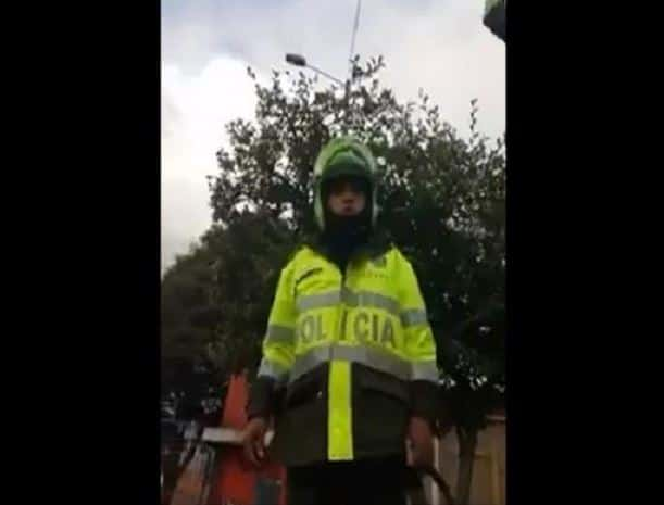 Policía grabado por ciudadana