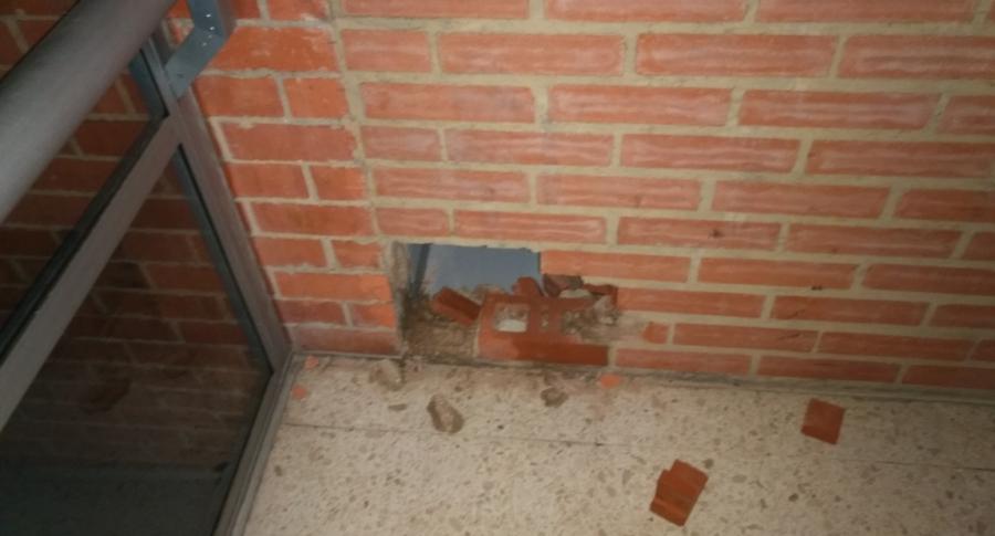 Este fue el hueco por el que se fugaron los presos de la URI