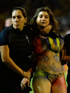 Sheila Stanolli interrumpió el Rosario-River