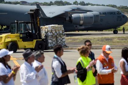Aviones con ayuda humanitaria