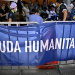 Cartel de ayuda humanitaria