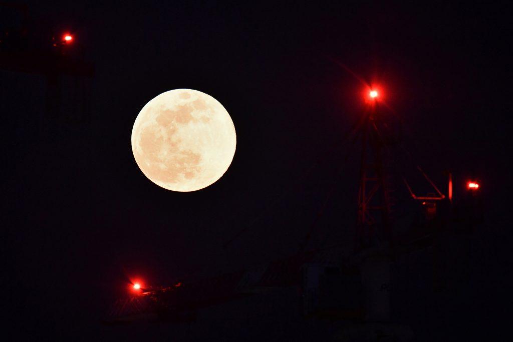 Superluna en Milán, Italia