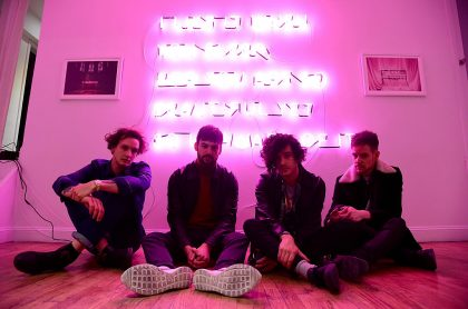 George Daniel, Ross MacDonald, Matthew Healy y Adam Hann de The 1975