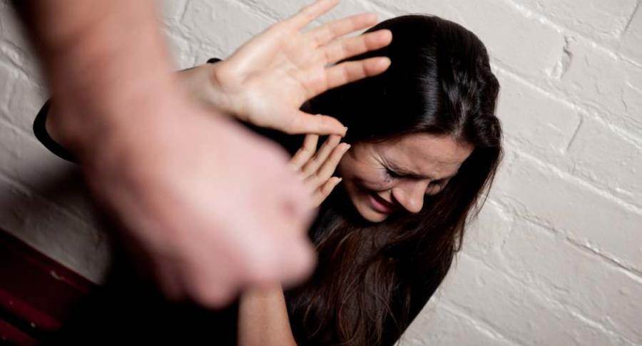Maltrato a una mujer.