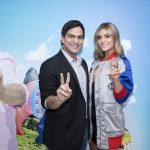 Alejandro Palacio y Laura Tobón, presentadores y cantantes.