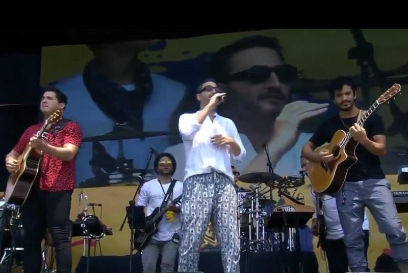 Julio, Jesús y Bibi, cantantes.