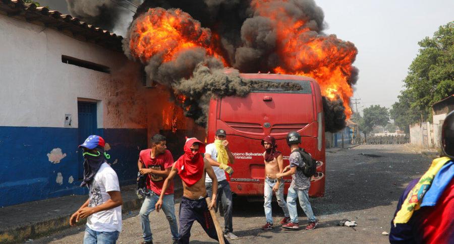 Quema de bus en Ureña