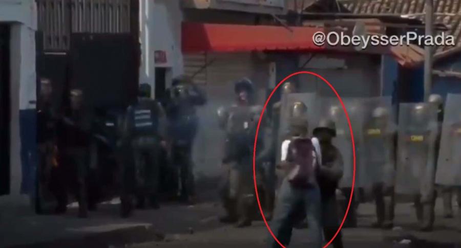 Guardia venezolana ataca a mujeres