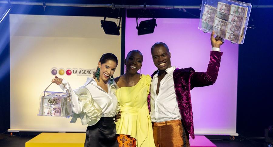 Andrea Rubio, Belky Arizala y Jhan Mena, modelos.