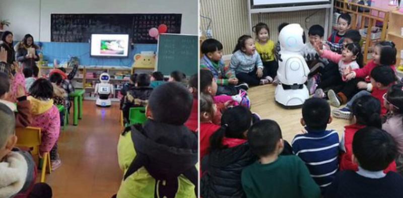 Robot dictando clase