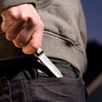 Cuchillo, ladrón con arma blanca