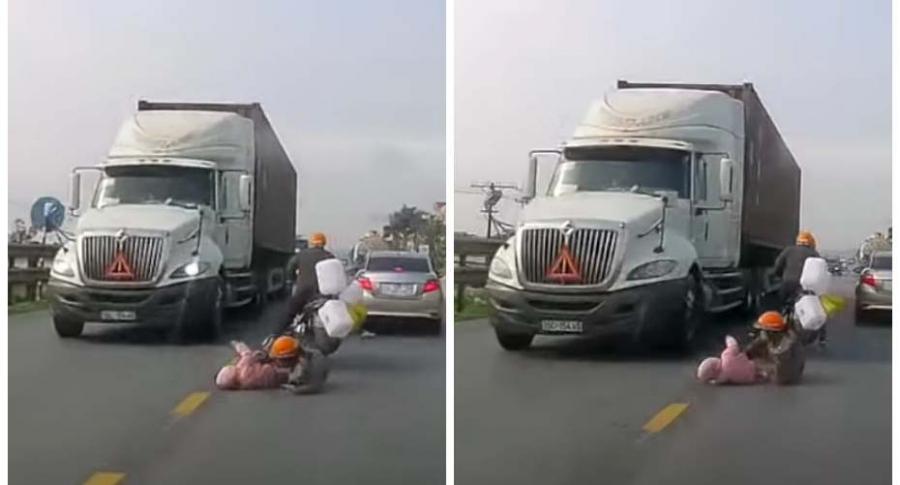 Niño cae de una moto.