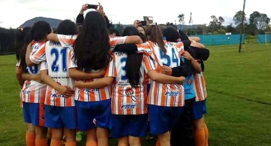 Niñas futbolistas de Tigres RyT