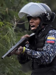 Niña de 2 años habría sido golpeada brutalmente por un militar venezolano