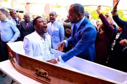 Pastor 'revive' muerto.