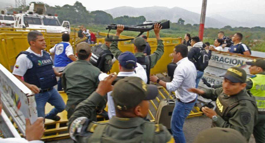 Guardias cruzan frontera hacia Colombia