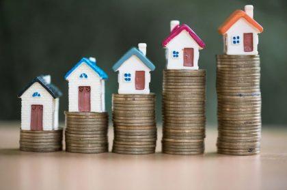 Monedas y casas