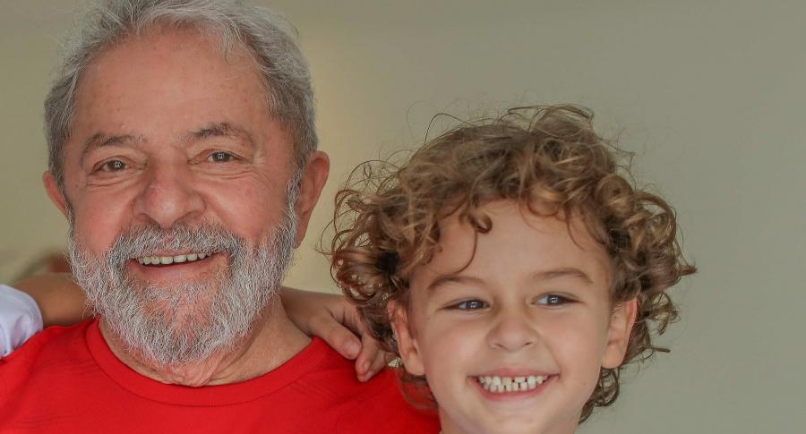 Luiz Inácio Lula da Silva y su fallecido nieto Athur Araujo Lula da Silva