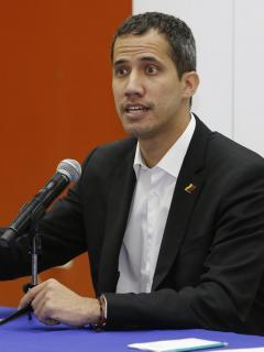 Guaidó vuelve a quedar corto al explicar nuevas fotos y testimonio de su cruce de frontera