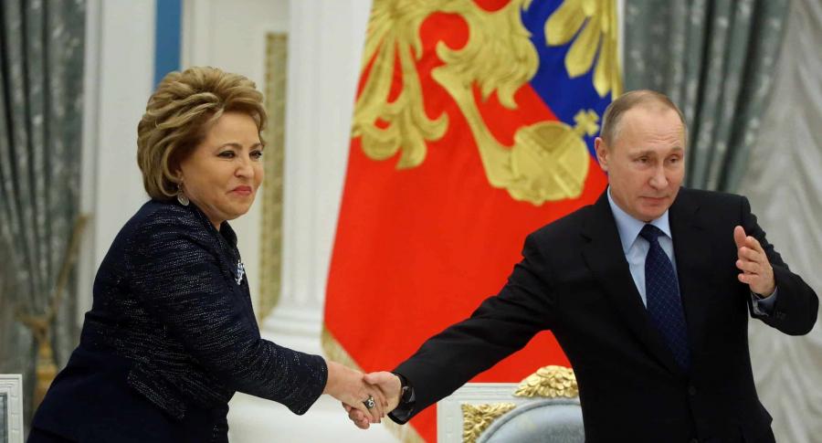La presidenta del senado ruso, Valentina Matviyenko, y Vladimir Putin