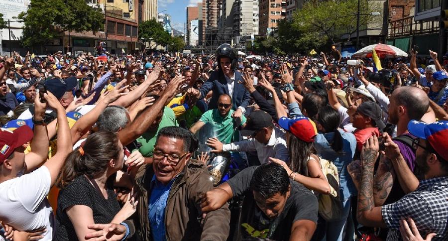 Juan Guaidó, aclamado por segudores en venezuela, a comienzos de febrero