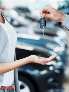 Si piensa comprar carro, estos son los 9 bancos con menos intereses en crédito vehicular