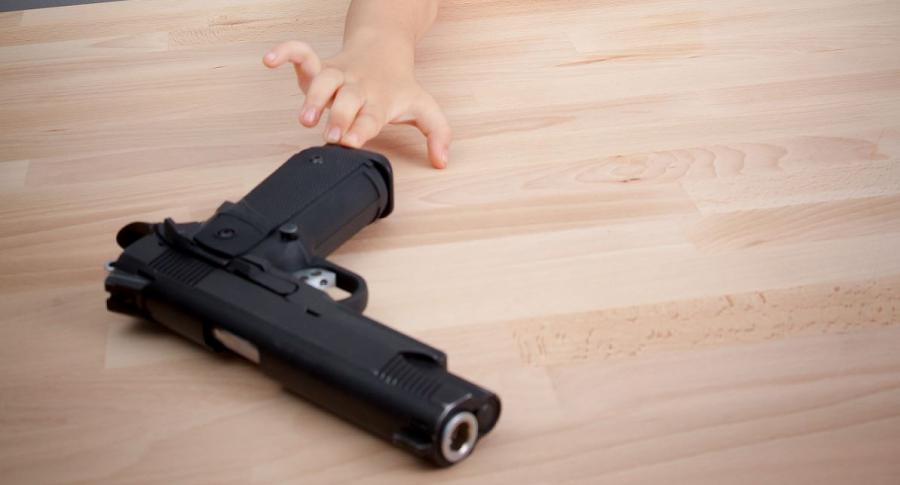 Niña arma de fuego