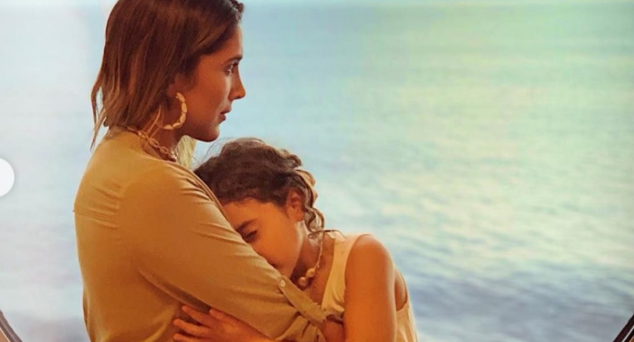 Daniela Ospina, modelo, con su hija Salomé Rodríguez.