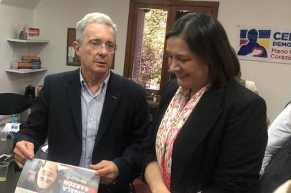 Álvaro Uribe y Ángela Garzón