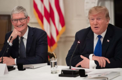 Tim Cook y Donald Trump.